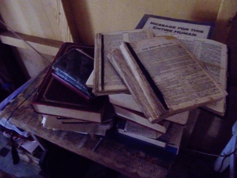 Bibles%20001.JPG